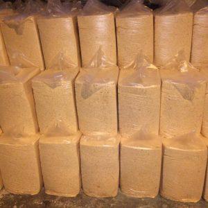 Стружка древесная прессованная в пакеты 20 кг сухая 6-8 %